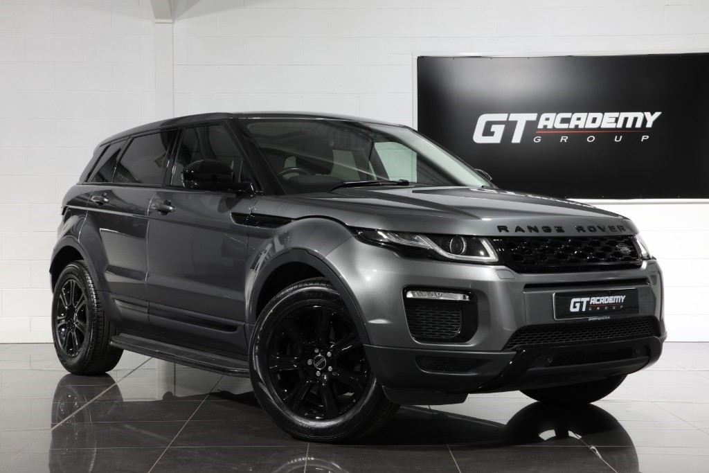used Land Rover Range Rover Evoque 2.0TD4 SE TECH - 1 OWNER - PAN ROOF - BLACK PACK in tring-hertfordshire