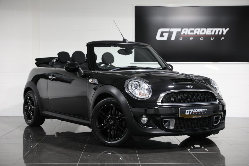 used MINI Cooper S ** 5.9% APR FINANCE OFFER ** CHILI PACK in tring-hertfordshire