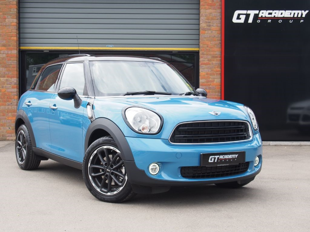 used MINI Countryman 2.0 COOPER D AA INSPECTED - 1 OWNER - CHILI PACK in tring-hertfordshire