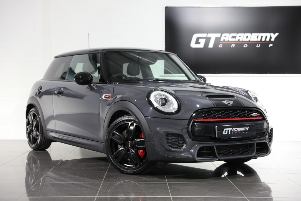 used MINI John Cooper Works PAN ROOF - BLACK PACK - CHILI PACK in tring-hertfordshire