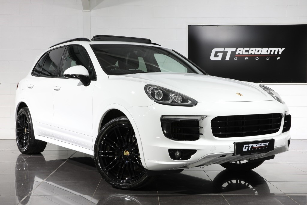 used Porsche Cayenne 4.2 V8 D S TIPTRONIC S - £20K OF FACTORY OPTIONS in tring-hertfordshire
