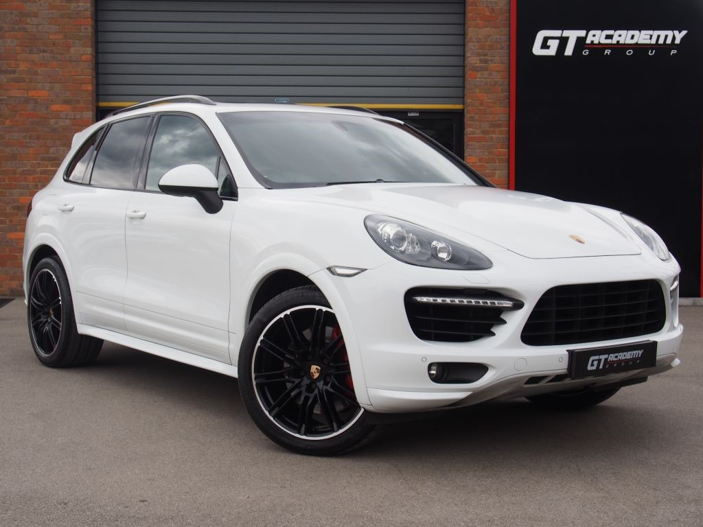 used Porsche Cayenne V8 TURBO TIPTRONIC S 1 OWNER - PORSCHE FSH - PAN ROOF in tring-hertfordshire