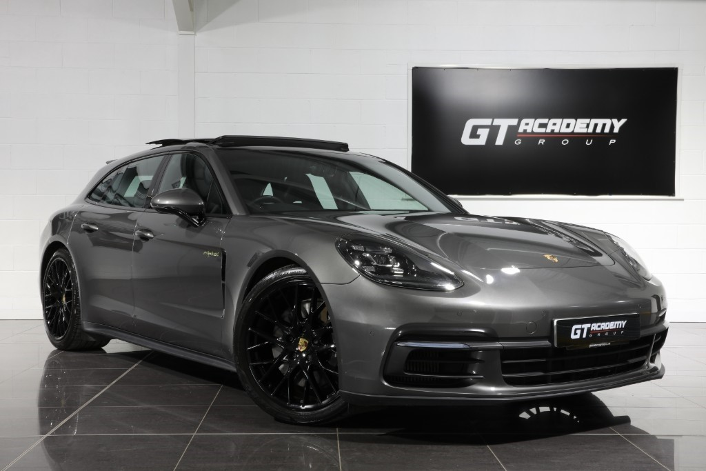 used Porsche Panamera 4 E-HYBRID SPORT TURISMO - 1 OWNER - PAN ROOF - PORSCHE FSH in tring-hertfordshire