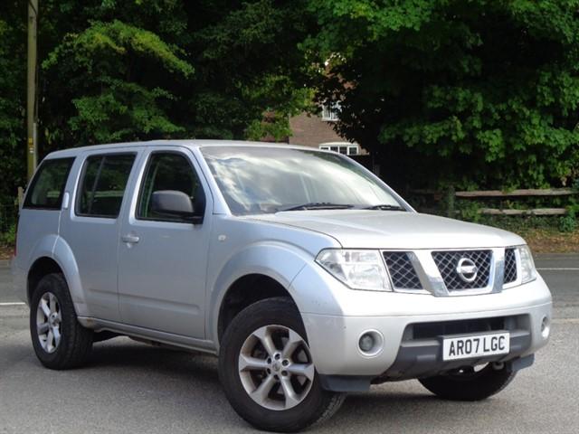Nissan Pathfinder in Tadworth Surrey
