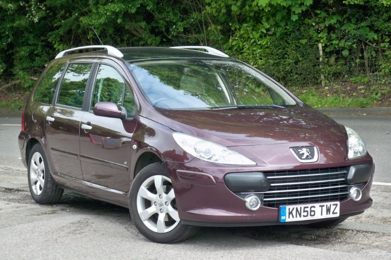 used Peugeot 307 SW 1.6 SE HDI    GLASS PANORAMIC ROOF in surrey