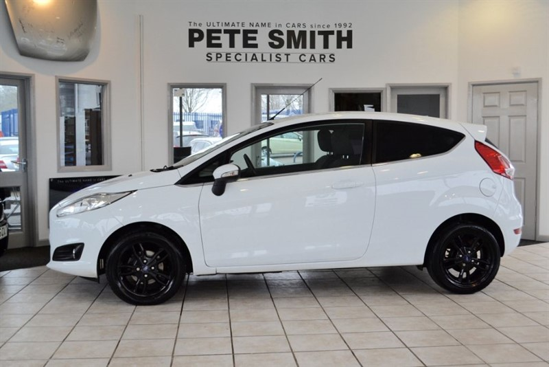 used Ford Fiesta 1.0 ZETEC 3 DOOR HATCHBACK 2013/13 WITH SERVICE HISTORY in forest-of-dean-gloucestershire