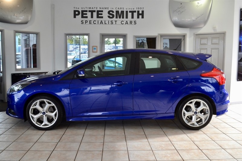 used Ford Focus 2.0 ST-2 5 DOOR IN SPIRIT BLUE WITH RECARO SPORTS TRIM 40000 MILES WITH SERVICE HISTORY 2012/62 in forest-of-dean-gloucestershire