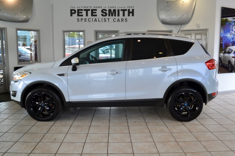 used Ford Kuga 2.5 TITANIUM AUTO WITH PAN ROOF LEATHER AND FULL SERVICE HISTORY 2010/10 in forest-of-dean-gloucestershire