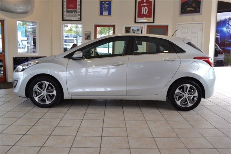used Hyundai i30 SE ONLY 15000 MILES in forest-of-dean-gloucestershire