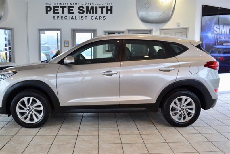 used Hyundai Tucson 2.0 CRDI SE NAV BLUE DRIVE 2015/65 ONE OWNER ONLY 14000 MILES in forest-of-dean-gloucestershire
