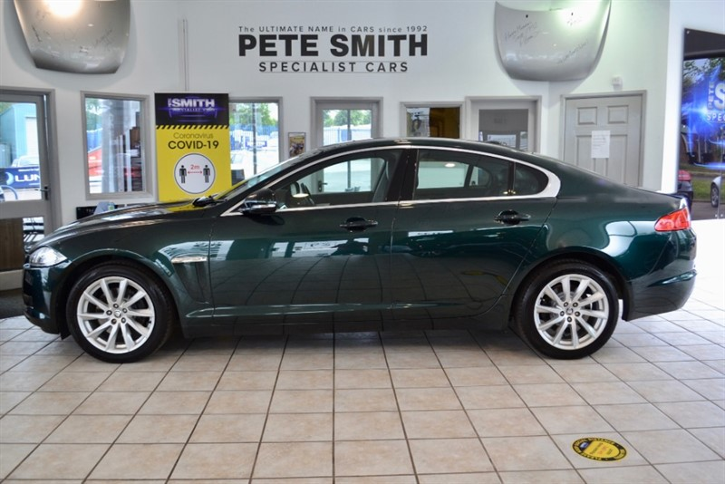 used Jaguar XF 2.2D PREMIUM LUXURY AUTOMATIC FULL LEATHER AND NAVIGATION  4 DOOR 2012/12 in forest-of-dean-gloucestershire