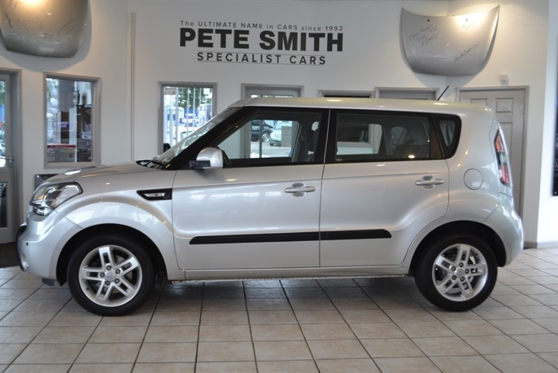 used Kia Soul 1.6 CRDI 2 AUTOMATIC 5 DOOR HATCHBACK WITH JUST 32000 MILES FROM NEW 2011/60 in forest-of-dean-gloucestershire