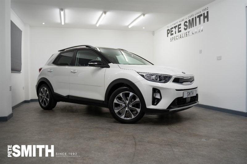 used Kia Stonic 1.0T-GDi 4 ISG 5 DOOR ONE OWNER IN CLEAR WHITE WITH BLACK ROOF OPTION 2018/68 in forest-of-dean-gloucestershire