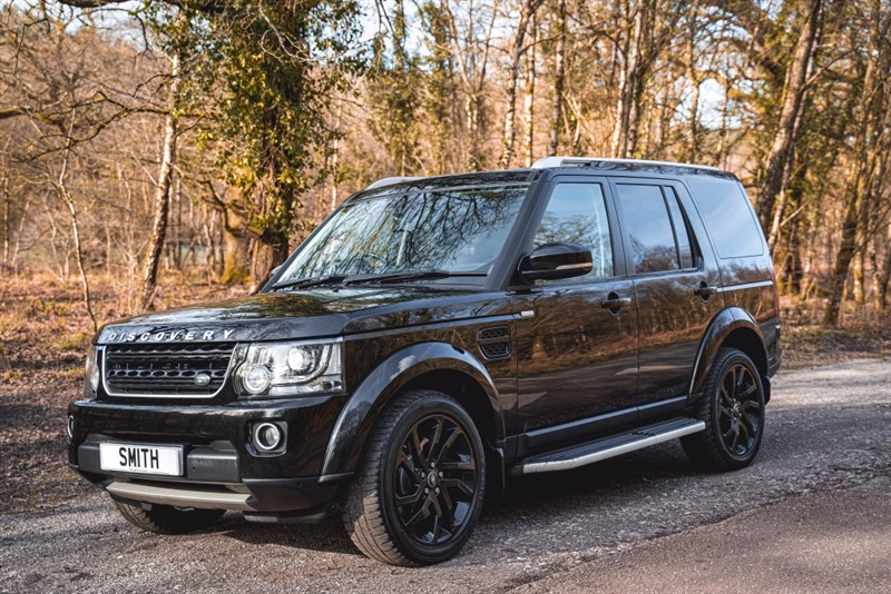 used Land Rover Discovery 3.0 SDV6 LANDMARK FULL BLACK LEATHER AND REAR ENTERTAINMENT PACK 2016/16 in forest-of-dean-gloucestershire