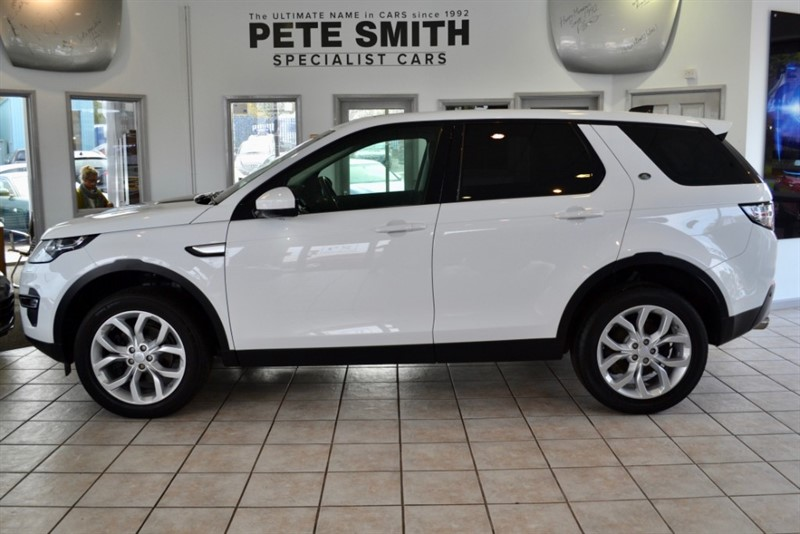 used Land Rover Discovery Sport 2.0 TD4 HSE 4WD 7 SEATS ONE OWNER WITH ONLY 9000 MILES PANORAMIC ROOF PRIVACY GLASS 7 SEATS 2018/67 in forest-of-dean-gloucestershire