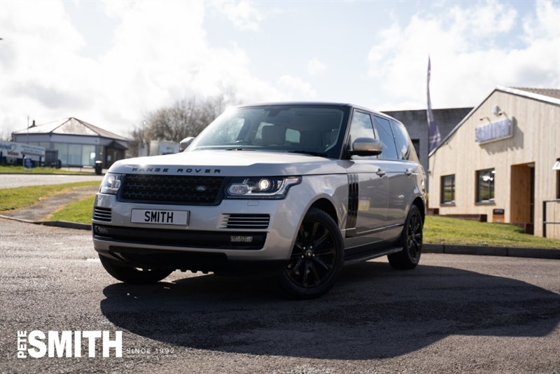 used Land Rover Range Rover 3.0 TDV6 VOGUE 5 DOOR BLACK STEALTH PACK JUST ARRIVED STUNNING EXAMPLE  2015/15 in forest-of-dean-gloucestershire