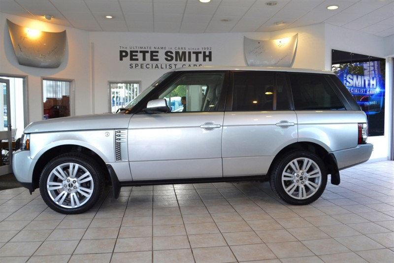 used Land Rover Range Rover 4.4 TDV8 VOGUE COMPLETE WITH FULL SERVICE HISTORY 2012/12 in forest-of-dean-gloucestershire
