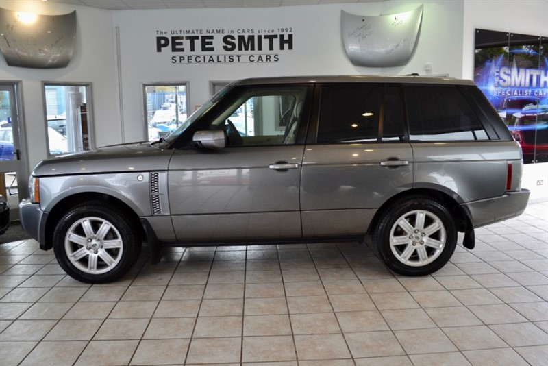 used Land Rover Range Rover 3.6 TDV8 VOGUE FULL SERVICE HISTORY FINISHED IN STORNOWAY GREY 2007/17 in forest-of-dean-gloucestershire