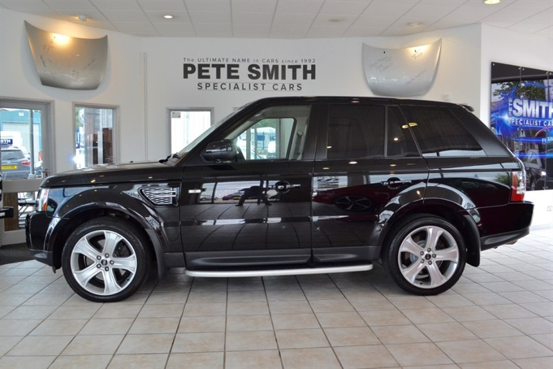 used Land Rover Range Rover Sport 3.0 SDV6 HSE BLACK EDITION COMPLETE WITH FULL LAND ROVER SERVICE HISTORY 2013/13 in forest-of-dean-gloucestershire