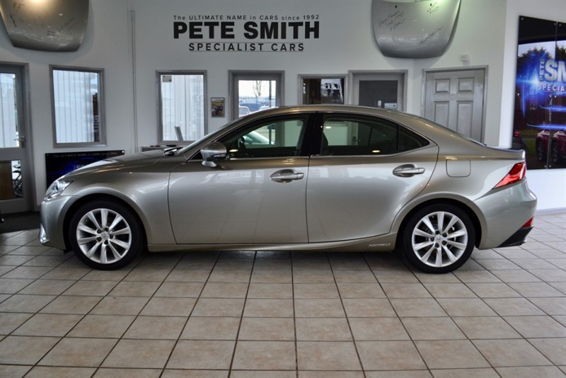 used Lexus IS 300h 300H ADVANCE 2.5 AUTOMATIC 4 DOOR HYBRID FULL SERVICE HISTORY  LEATHER 2015/15 in forest-of-dean-gloucestershire