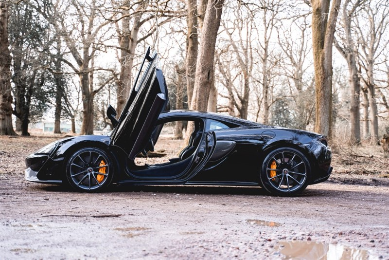 used Mclaren 570s 3.8 V8 SSG COUPE FINISHED IN SPECIAL ORDER ONYX BLACK WITH SPORTS EXHAUST  AND JUST SERVICED 2018/68 in forest-of-dean-gloucestershire