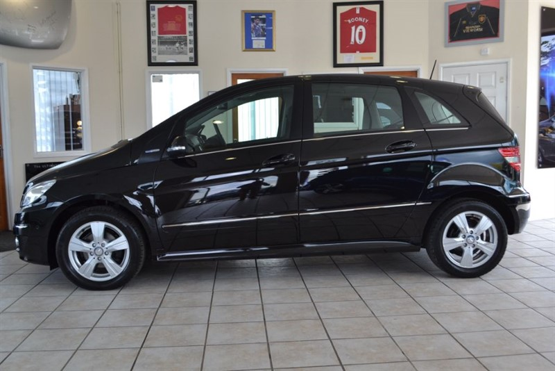 used Mercedes B180 1.7 BLUEEFFICIENCY SE WITH ONLY 13000 MILES FROM NEW!! in forest-of-dean-gloucestershire