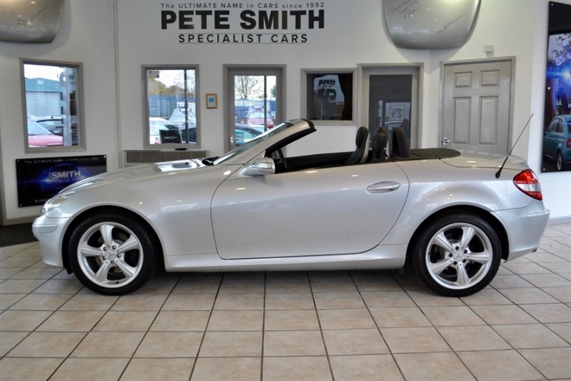 used Mercedes SLK280 AUTO WITH JUST 55000 MILES FULL LEATHER AIRSCARF AND HEATED SEATS 2006/56 in forest-of-dean-gloucestershire