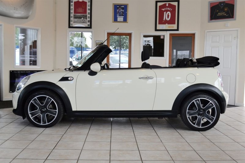 used MINI Convertible 2.0 COOPER D WITH SATALLITE NAVIGATION in forest-of-dean-gloucestershire