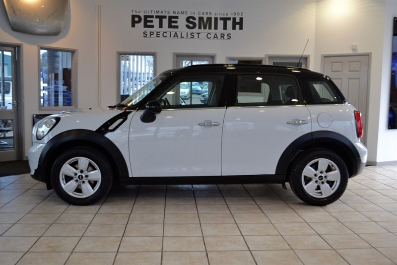 used MINI Countryman 1.6 COOPER 2016/66 COMPLETE WITH FREE SERVICING PACK AND JUST THE ONE OWNER in forest-of-dean-gloucestershire
