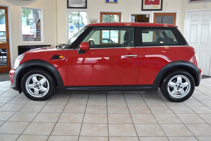 used MINI Hatch 1.6 COOPER ONLY 29000 MILES WITH BONNET STRIPES in forest-of-dean-gloucestershire