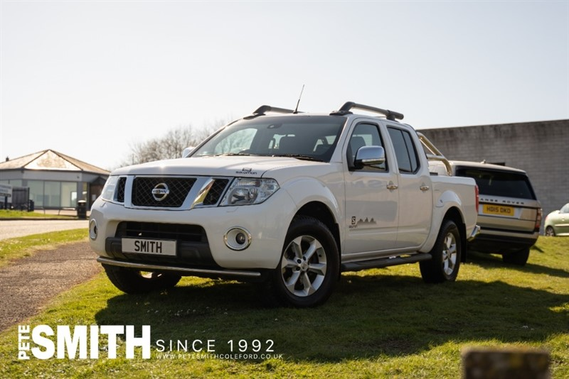 used Nissan Navara 2.5 DCI SALOMON CONNECT PREMIUM 4X4 AUTO SPECIAL EDITION WITH NO VAT TO PAY 2015/15 in forest-of-dean-gloucestershire