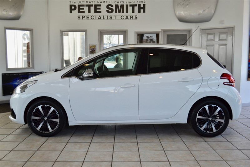 used Peugeot 208 1.2 ALLURE PREMIUM 5 DOOR PANORAMIC ROOF ONE OWNER WARRANTY UNTILL 2021 2018/18 in forest-of-dean-gloucestershire