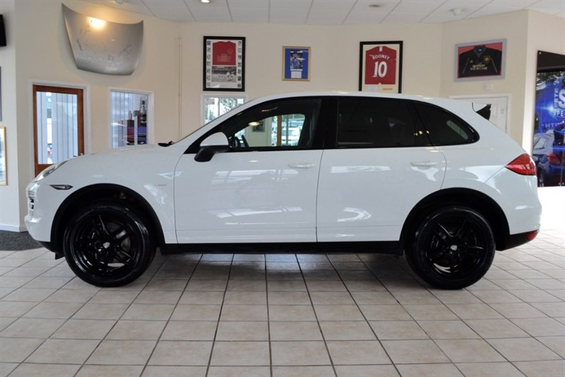 used Porsche Cayenne 3.0 D V6 TIPTRONIC WITH JUST THE ONE OWNER  in forest-of-dean-gloucestershire
