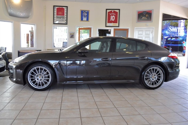 used Porsche Panamera 3.0 D V6 TIPTRONIC COMPLETE WITH FULL SERVICE HISTORY in forest-of-dean-gloucestershire