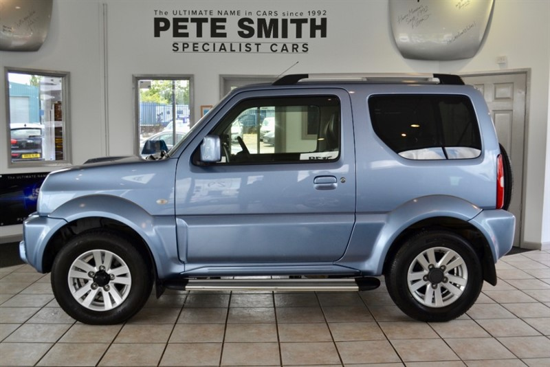 used Suzuki Jimny 1.3 SZ4 WITH ONLY 11000 MILES FROM NEW WITH A FULL SUZUKI SERVICE HISTORY AND FULL LEATHER 2013/13 in forest-of-dean-gloucestershire