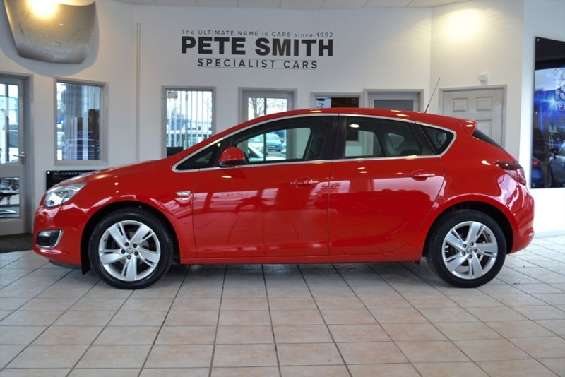 used Vauxhall Astra 1.4 SRI 5 DOOR HATCHBACK 2013/13 WITH FULL SERVICE HISTORY in forest-of-dean-gloucestershire
