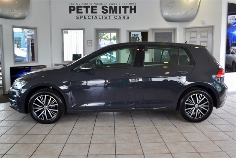 used VW Golf 1.4 SE NAVIGATION TSI BLUEMOTION TECHNOLOGY NAVIGATION ONE OWNER ONLY 14000 MILES WITH GLASS SUNROOF in forest-of-dean-gloucestershire