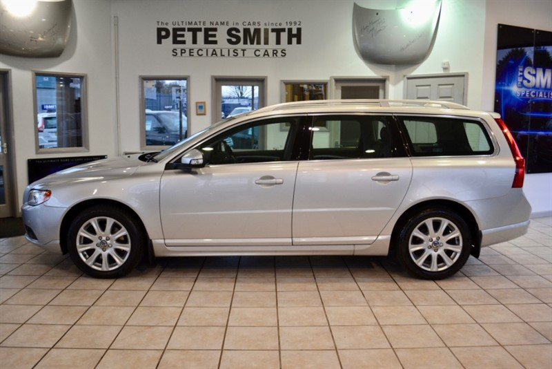 used Volvo V70 2.4 D SE LUX AUTOMATIC ESTATE ONLY 68000 MILES A FULL  SERVICE HISTORY WITH 13 STAMPS  2009/59 in forest-of-dean-gloucestershire