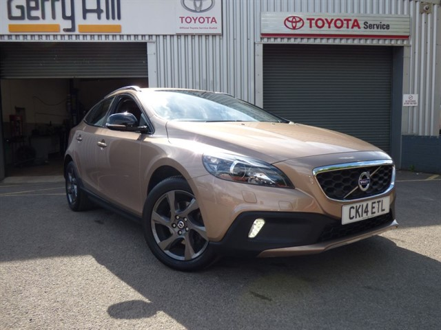 used Volvo V40 D2 Cross Country Lux in aberdare