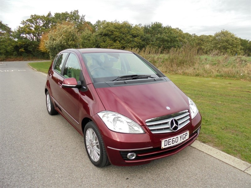 used Mercedes A180 BLUEEFFICIENCY ELEGANCE SE 1.7 MANUAL in surrey