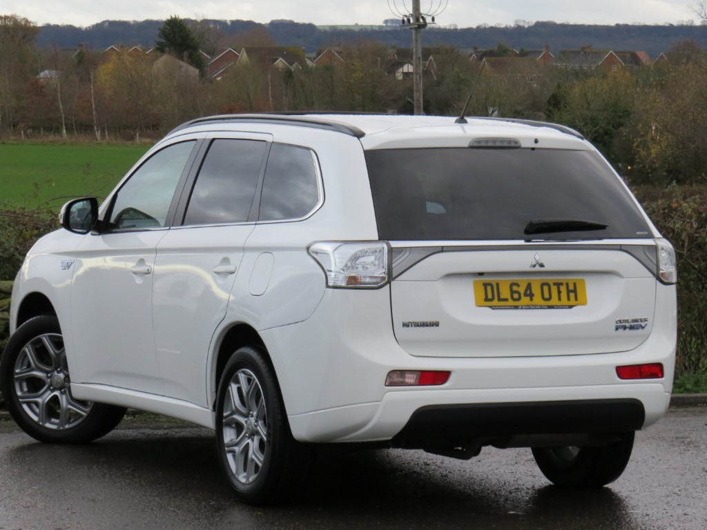 Used Frost White Mitsubishi Outlander For Sale Wiltshire