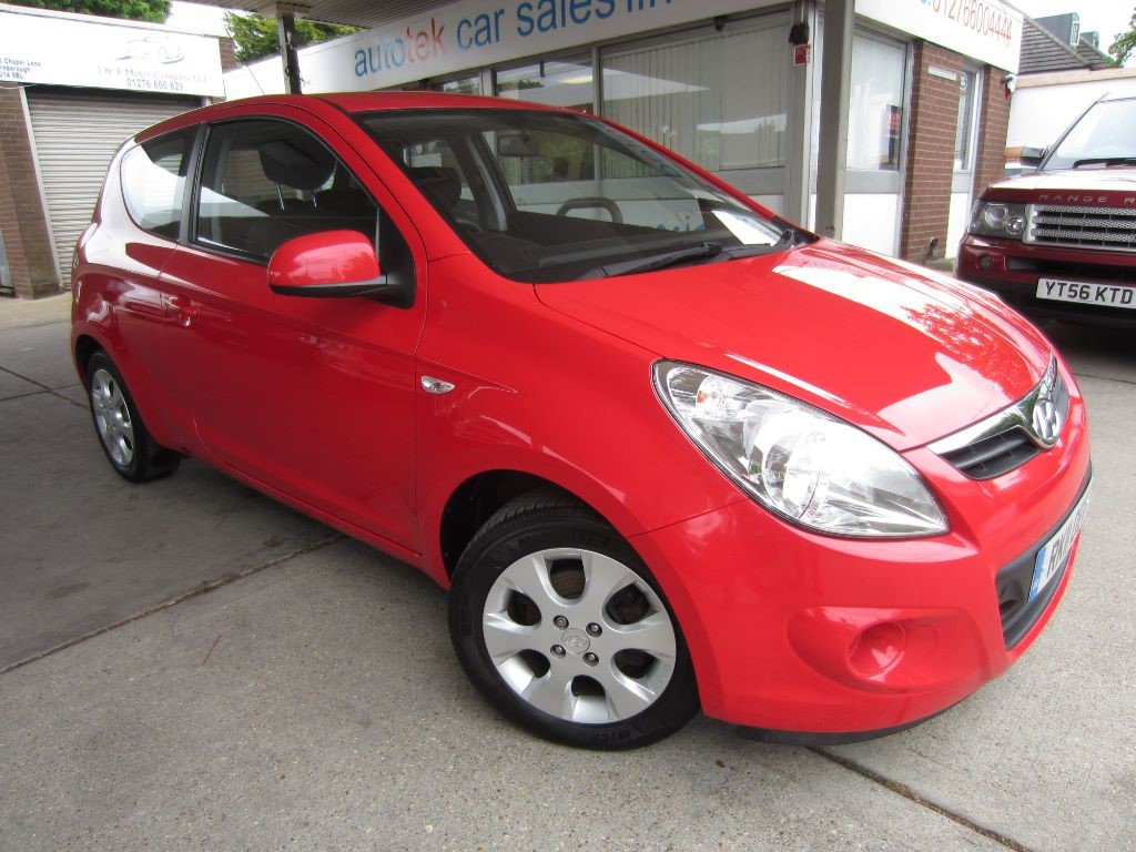 used Hyundai i20 COMFORT in surrey