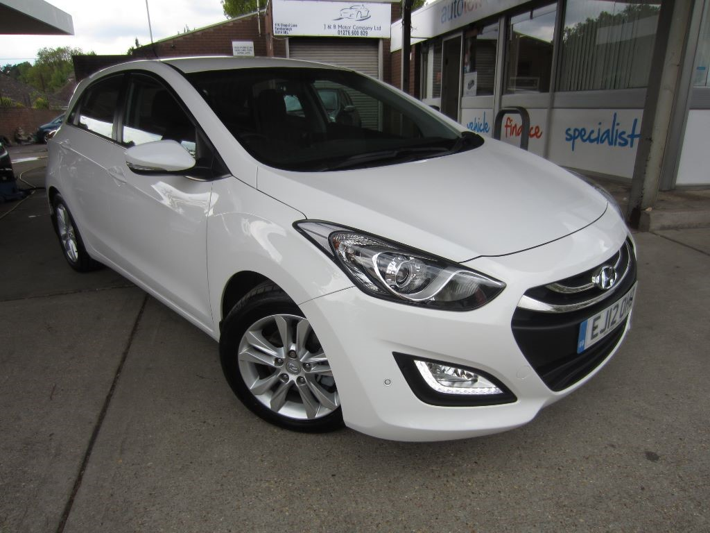 used Hyundai i30 STYLE BLUE DRIVE CRDI in surrey