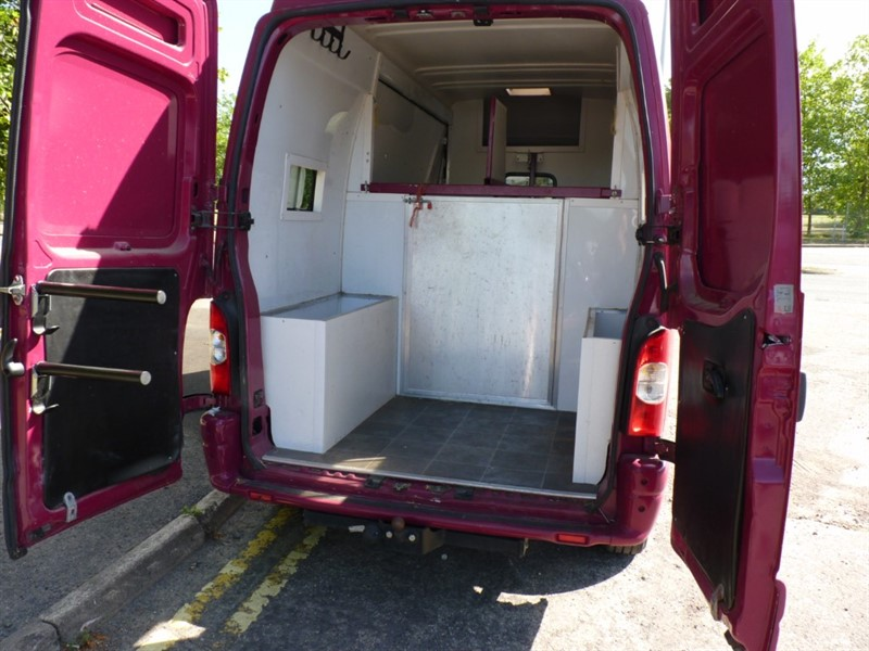 used Renault Master LM35 LWB L/C P/V 120 in hampshire-and-surrey