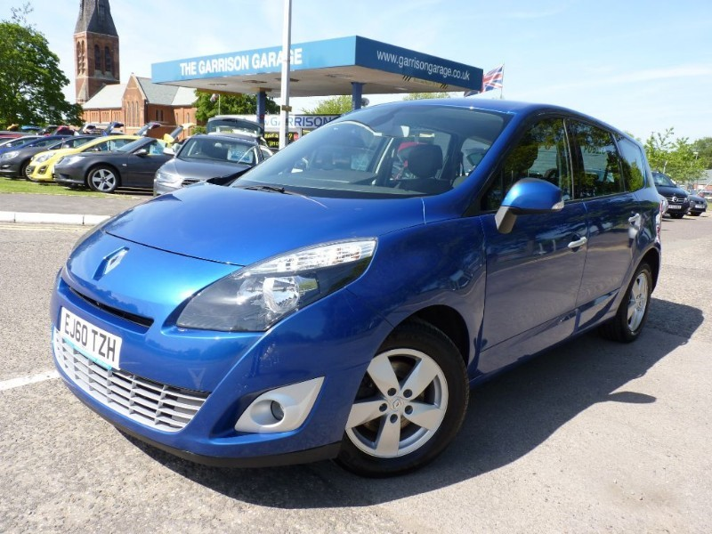 used Renault Scenic DYNAMIQUE TOMTOM DCI FAP in hampshire-and-surrey
