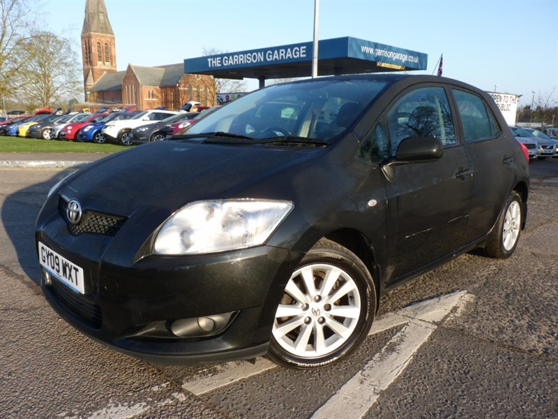 used Toyota Auris VALVEMATIC T SPIRIT in hampshire-and-surrey