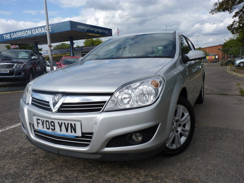 used Vauxhall Astra DESIGN 16V E4 in hampshire-and-surrey