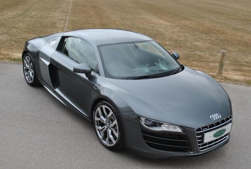 used Audi R8 V10 QUATTRO  in west-sussex-surrey