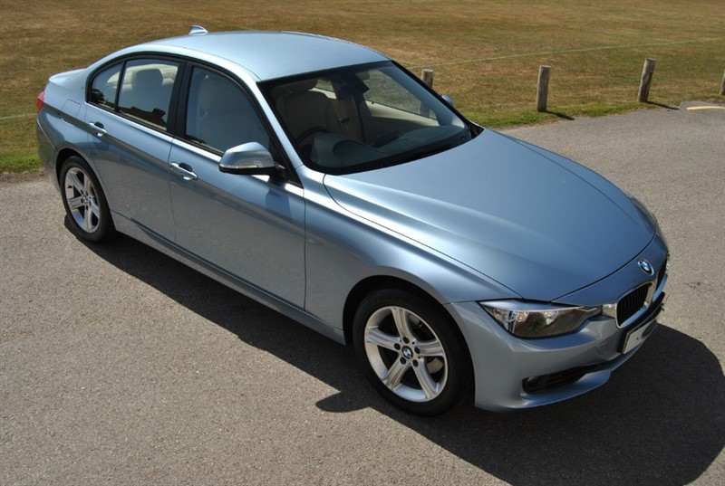used BMW 320i SE SALOON - ONLY 15.000 MILES in west-sussex-surrey