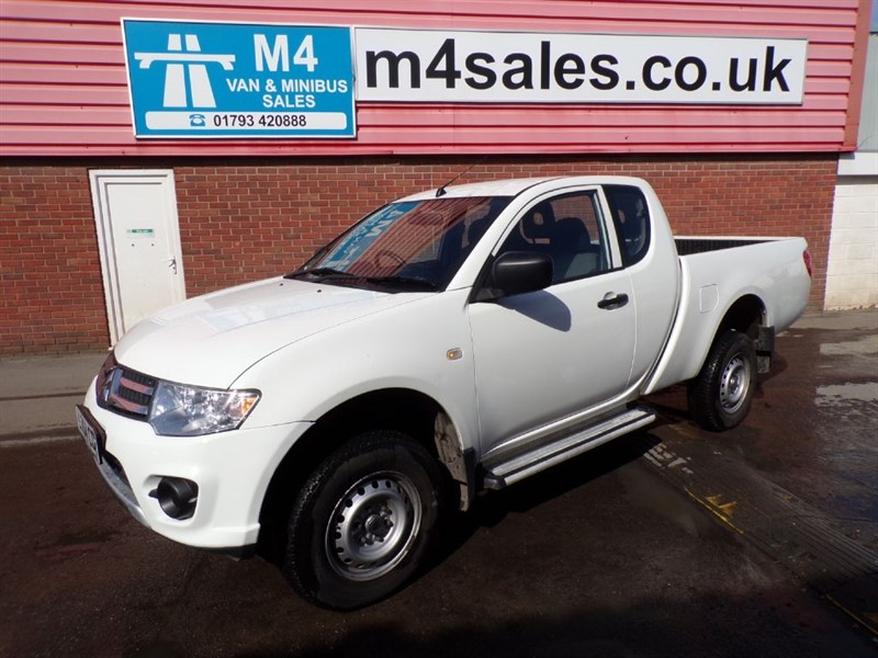 used Mitsubishi L200 DI-D 4X4 4 WORK CLUB CAB WITH A/C  in wiltshire